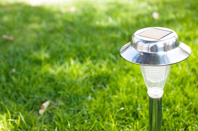Solcellslampor i trädgården